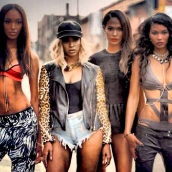 rs_600x600-131213105726-600.Beyonce-New-Videos-SuperModels.jl.121313